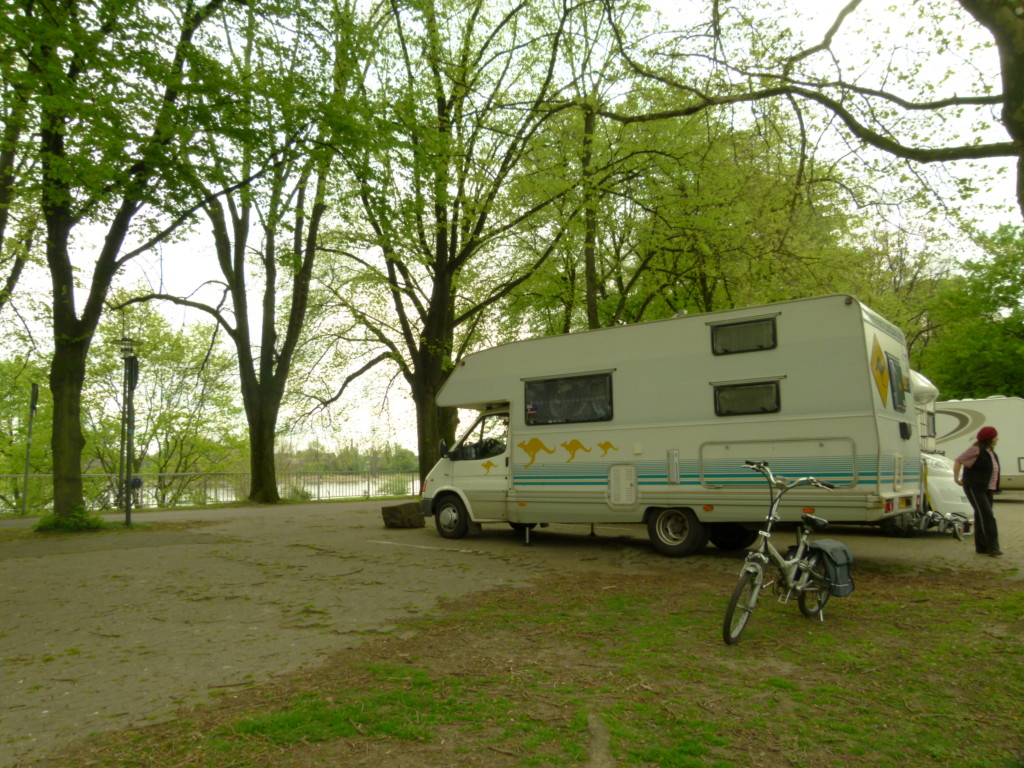 Camperstop by Rhine, Koln