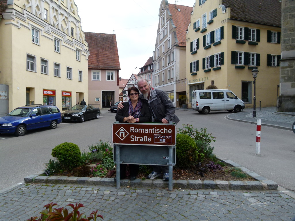 Signs for the Romantic road,  Nordlingen