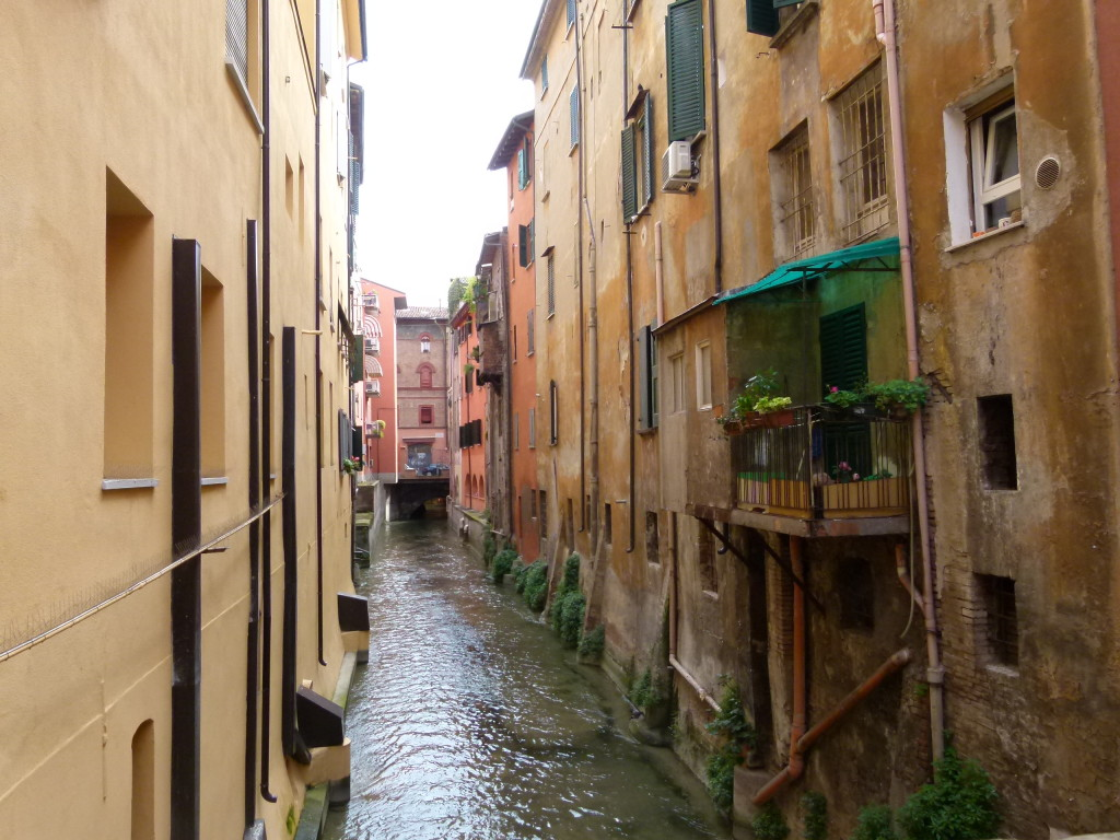 An interesting canal through the streets.