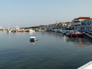 It was a pleasant walk with boats and shops on the harbour.