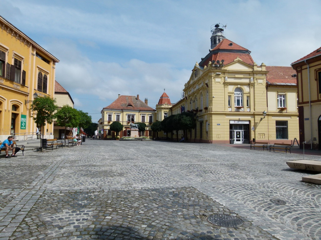 The main square of  Szigetvar. Very quiet.