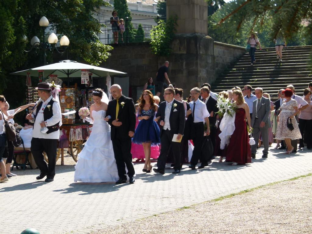 Wedding procession, Eger