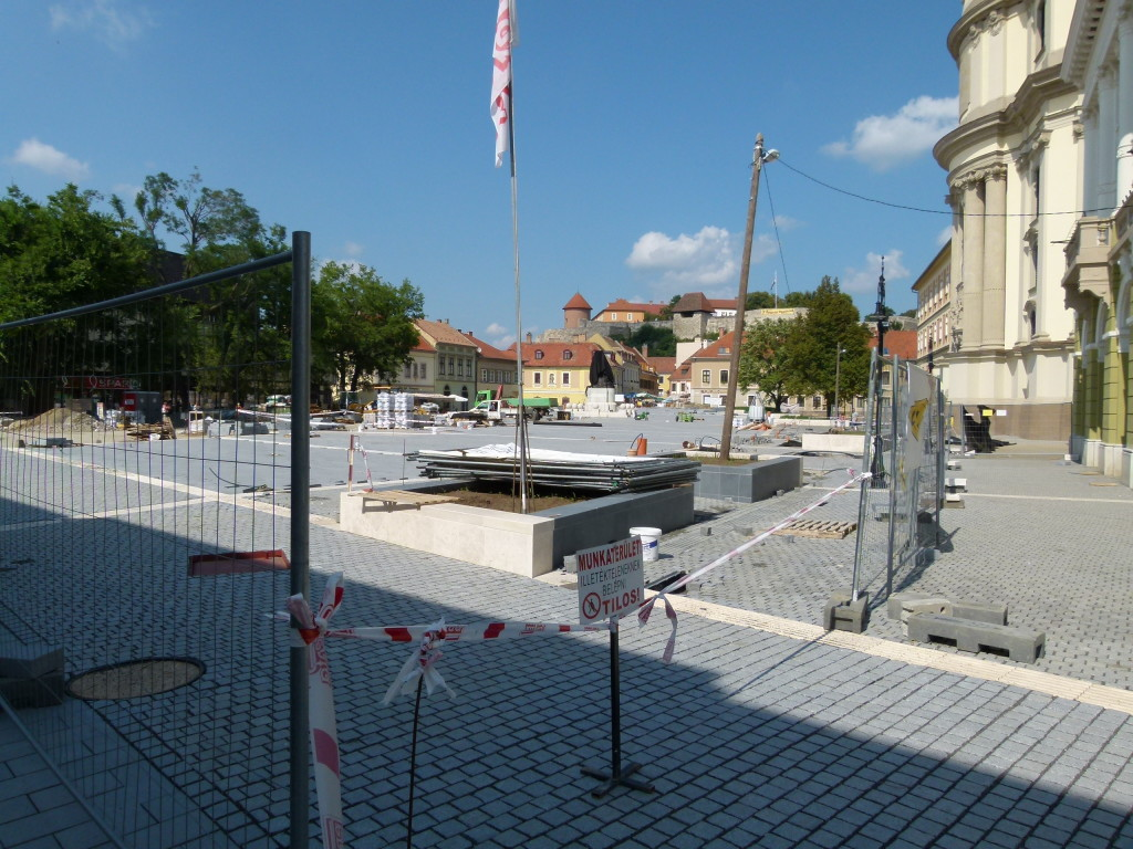 Eger city square, more renovation work.