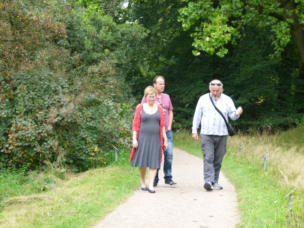 Jeanette , Mike and Ewout strolling in the park.