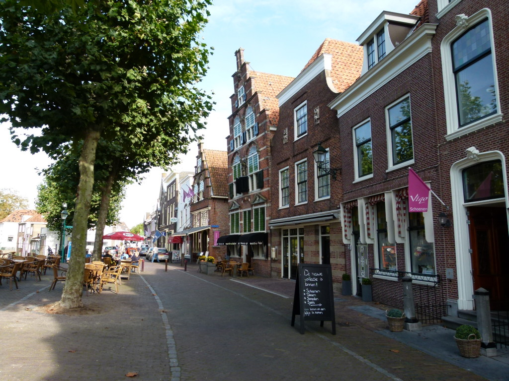 The main street of Oudewater.