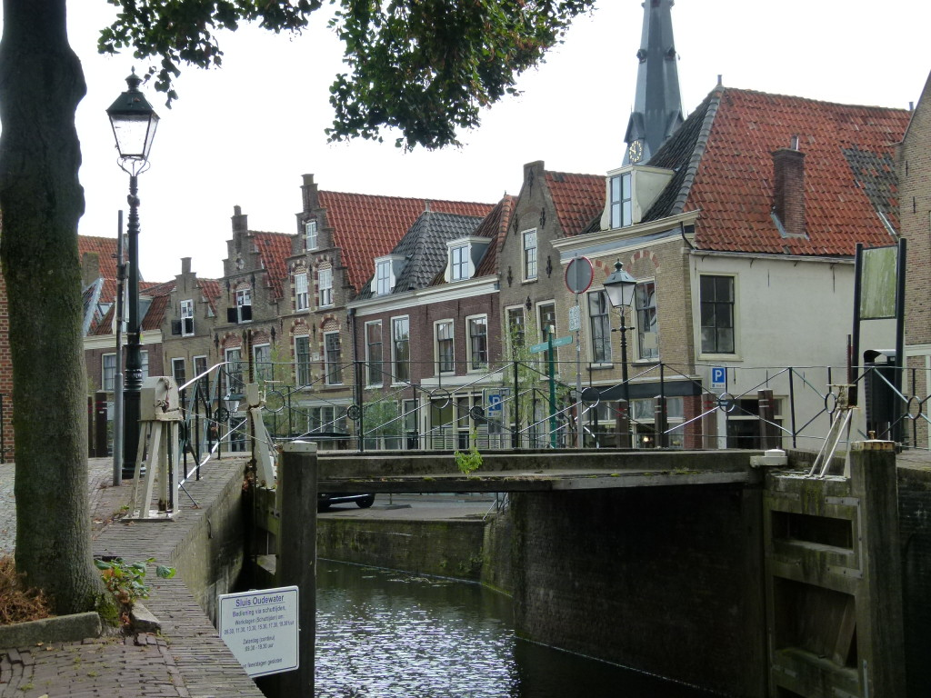 View of bridge and buildings in Oudewater.
