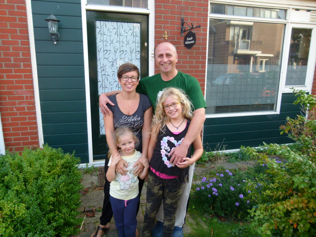 Michel, Trudy,Nienke and Jana, in front of their house in Dordrecht.