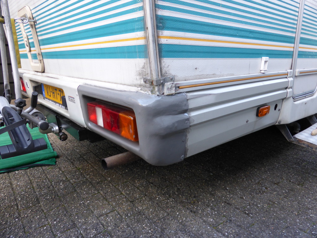 The corner is repaired, you can also see that the towbar has been raised to allow the bike rack more ground clearance.