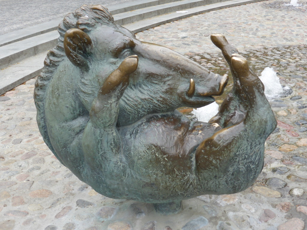 In the town square ther were many statues. This one of the wild boar caught my attention.