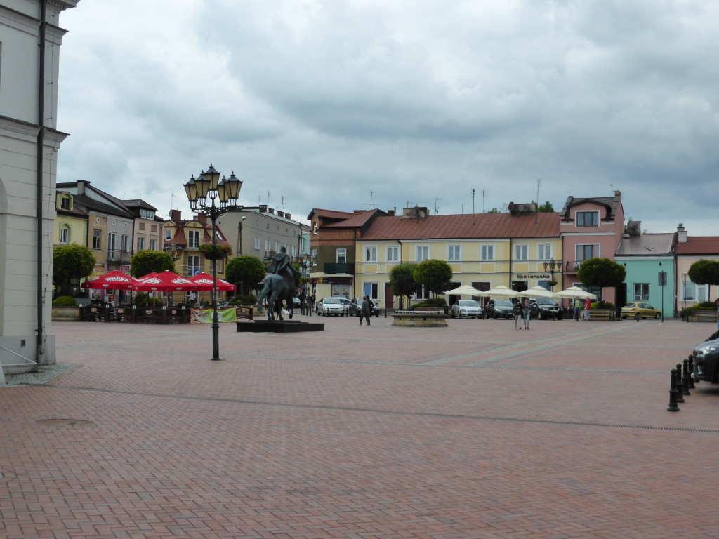 Town square of Warka. Not really exciting but it was break from jobs at the campsite.