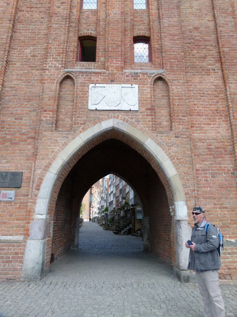 A small gateway in to the old town.