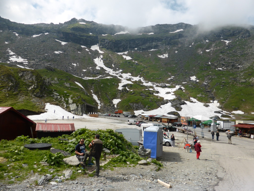 Cafe's , souvenir shops, toilets and local produce were on sale at Balea, where to road is at it's highest over 2000meters.