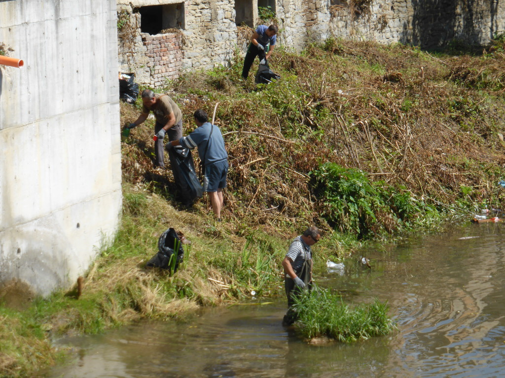 Bulgaria for the most part is a very clean place. Here we saw workers cleaning the riverbanks.