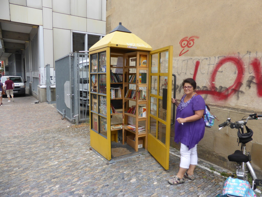 This old telephone box was being used as a library.