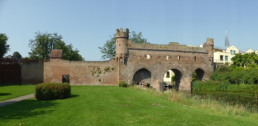 The fortress above the canal.